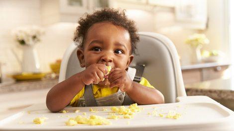 Bebês e crianças podem comer ovo?