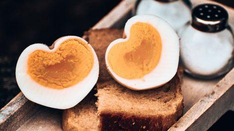 Comer muito ovo faz mal?